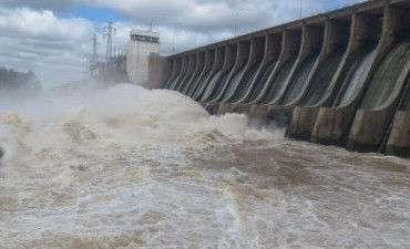 Aumentó la descarga de agua desde el dique de Las Termas