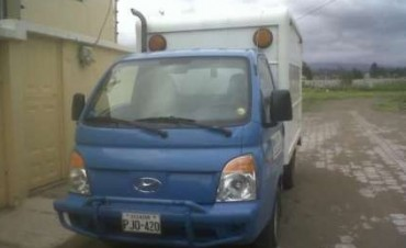 Delincuentes roban un camión en pleno centro