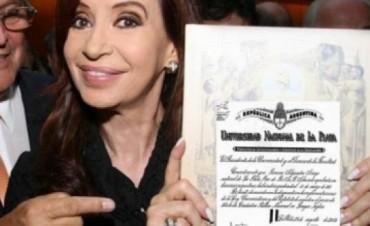 Denuncian a Cristina Kirchner por falta de título de abogada