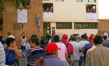 Siguen las medidas de fuerza frente al municipio de Valle Viejo