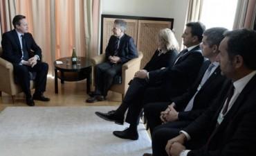 Macri se reunió con el primer ministro británico en Davos