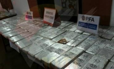 En total se incautaron 218 kilos de droga: 200 de marihuana y 18 de cocaína