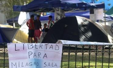 El Gobierno dijo que si la Justicia ordena desalojo de Plaza de Mayo, se va a