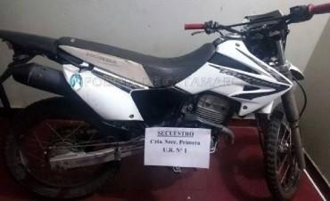 Encuentran moto robada