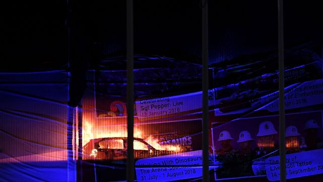Incendio arrasó con unos 1.500 autos