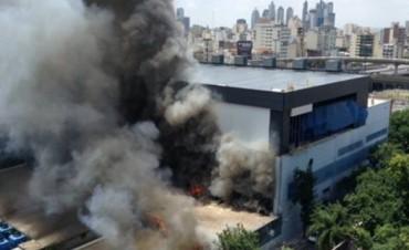 Un incendio afectó el edificio de Canal 13 y TN en Constitución