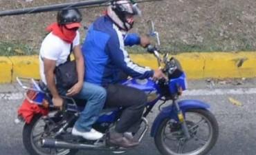 Sujetos encapuchados, con un revólver y un cuchillo le robaron la moto