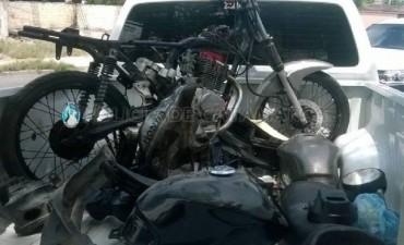 Secuestran una motocicleta y motopartes