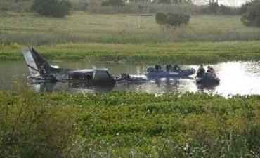 Pilotos del avión habrían muerto ahogados