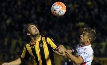 Huracán cosechó tres puntos de oro en el Centenario ante Peñarol por la Libertadores