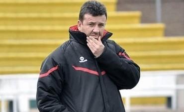 El entrenador de Bolivia probó con cinco defensores para enfrentar a Argentina