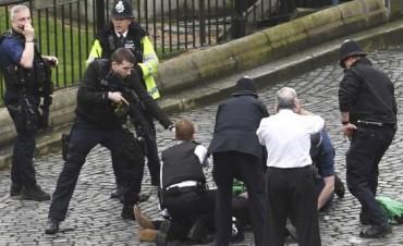 Lo que sabe del ataque que dejó al menos cuatro muertos frente al Parlamento británico en Londres