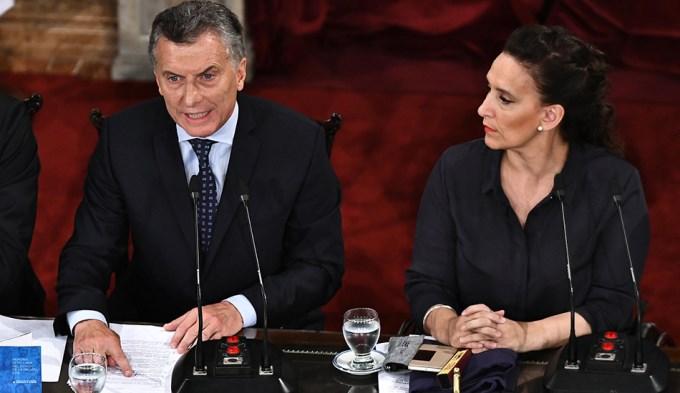 Cánticos y chicanas cuando Macri habló de corrupción