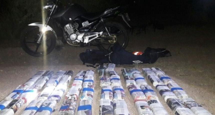 Gendarmes detienen a motociclista con 23 kg de Hojas de Coca