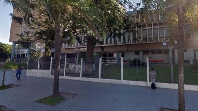 Allanan oficinas de la gobernación de Chaco por lavado de activos