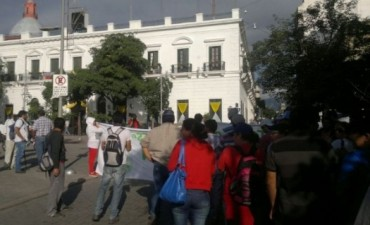 Trabajadores de ALCO se manifestaron frente a Casa de Gobierno