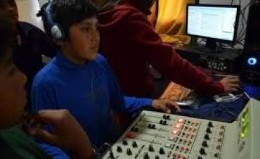 Capacitaron a docentes y jóvenes para el uso de la radio escolar CAJ