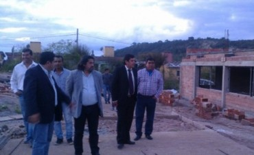 Ariza recorrio Obra de la Escuela en El Alto