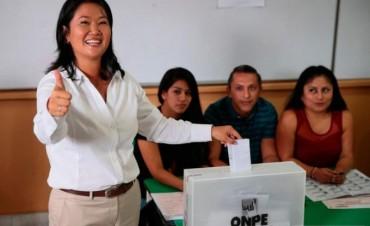 Keiko Fujimori, al ballotege, según los boca de urna, pero no se sabe ante quién