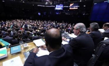 Cómo sigue ahora el proceso de juicio político a Rousseff tras el aval de Diputados