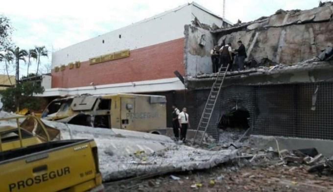 Grupo comando mató a policía, incendió vehículos y se llevó 40 palos