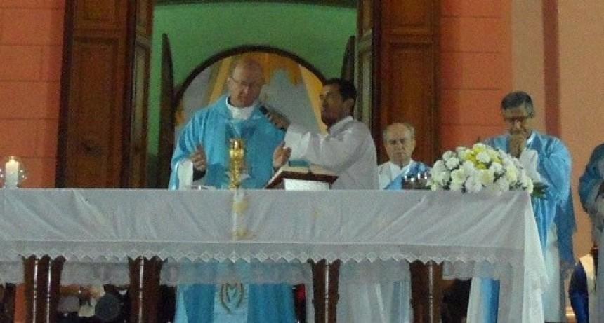 Las familias rindieron su homenaje a María