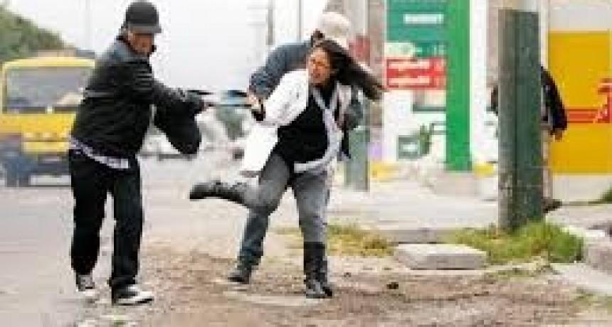 Preocupación: En doce horas se perpetraron dos robos con armas y siete arrebatos callejeros