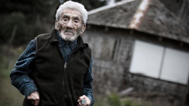 A los 121 años, murió el hombre más viejo del mundo