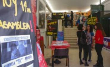 Universitarios se movilizaron para exigir que se expulse de la UNLP a los jueces Piombo y Sal Llargués