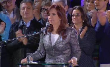 Lucía junto a Cristina en el acto del 25 de Mayo