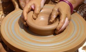 Inician capacitaciones en iluminación, maquillaje escénico y cerámica
