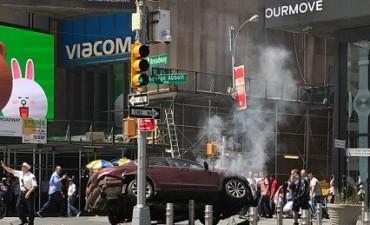 Un vehículo atropelló a varios peatones en Times Square: Un muerto y al menos una docena de heridos