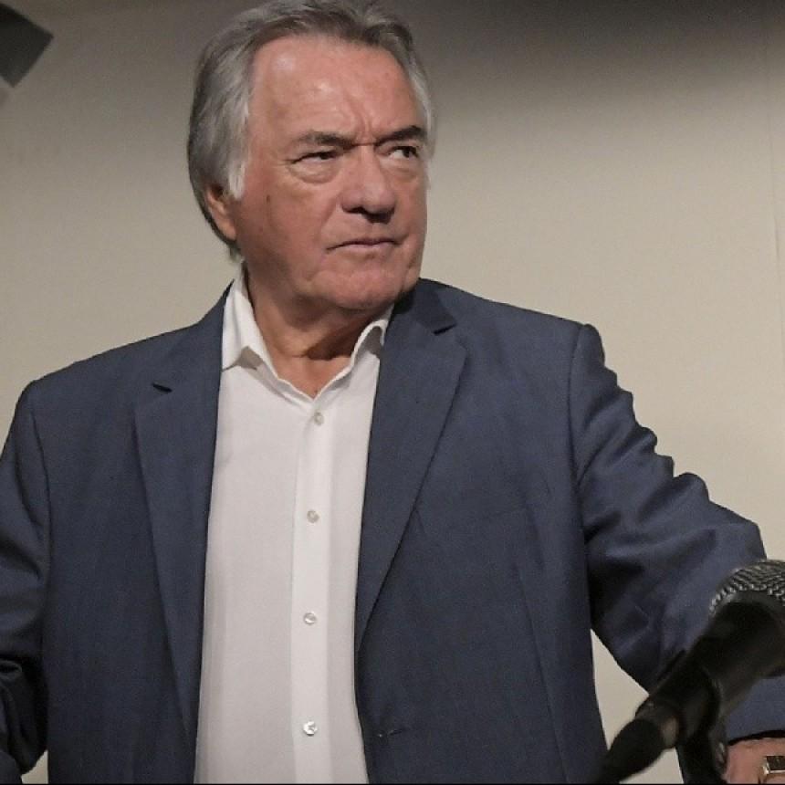 Barrionuevo tomó distancia del Gobierno y llamó a superar a Macri