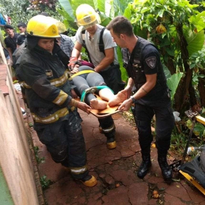 Así rescataron a una mujer que se arrojó a un pozo de 18 metros