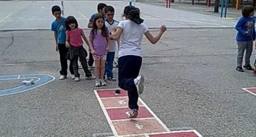 Pintarán rayuelas en las escuelas para fomentar la actividad física