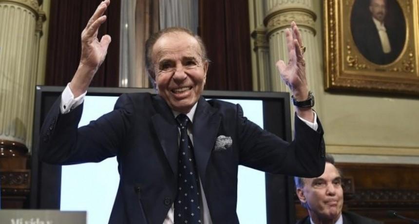 Menem presentó sus memorias y candidateó a un peronista a la presidencia