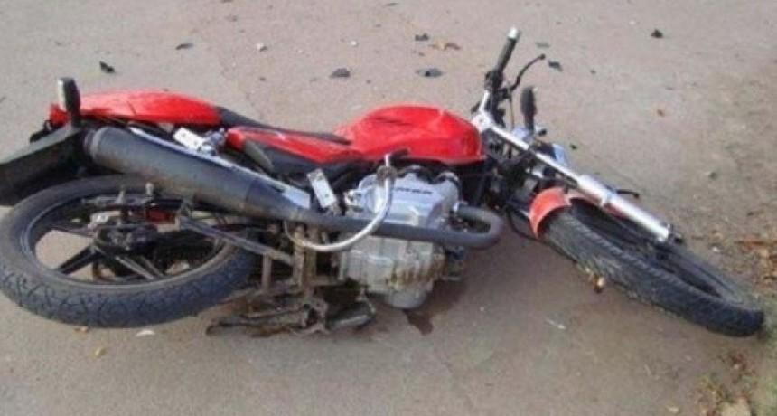 Tres Menores circulaban en una moto y protagonizaron un accidente