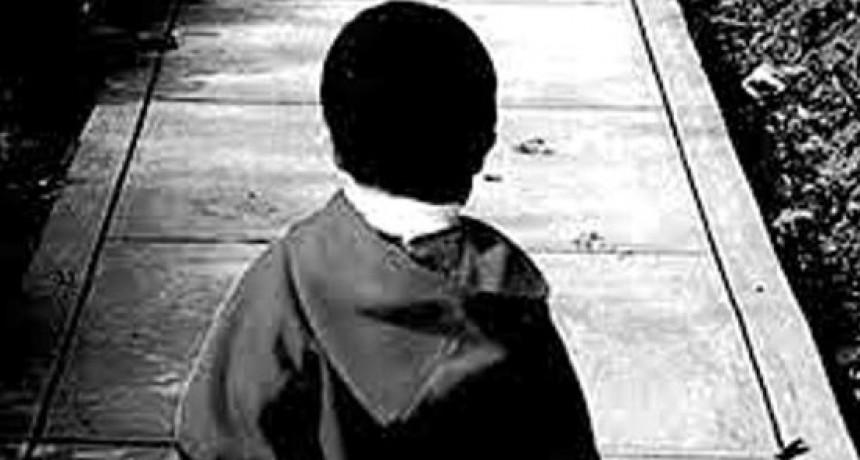 Niño de dos años deambulaba solo en la madrugada