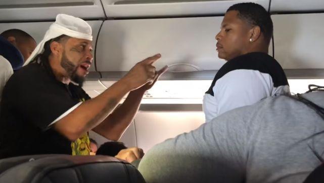 Pelea de alto vuelo: le negaron cerveza en avión y repartió trompadas
