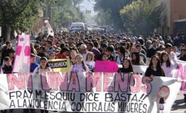 #NiUnaMenos Estudiantes de Fray Mamerto Esquiú se sumaron a la Marcha