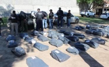Un guardiacárcel entre los narcos detenidos con 907 kg de drogas en Santiago del Estero