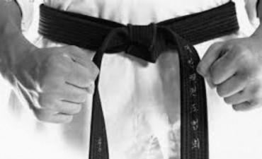 Karateca se defendió en un asalto