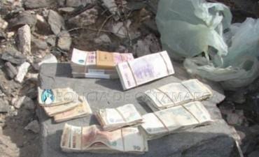 Encuentran $50.000 enterrados en Santa María