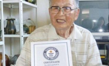 Para el Guinness: un japonés terminó sus estudios universitarios a los 96 años