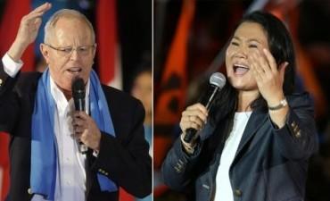 Perú: Kuczynski aventaja a Fujimori en unas reñidas elecciones presidenciales