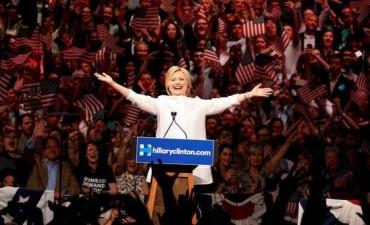 Hillary hace historia y se declara candidata demócrata a la presidencia