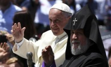 El Papa pidió en Armenia que brote