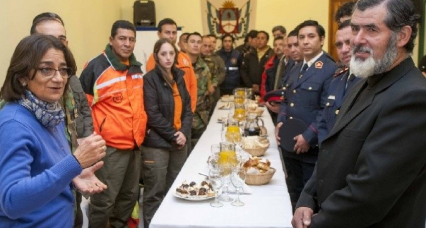 Corpacci recibió al grupo de rescatistas que asistió a funcionarios nacionales