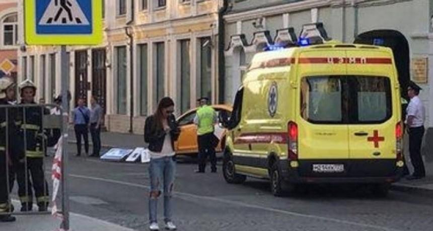 Un taxista atropelló a peatones en el centro de Moscú