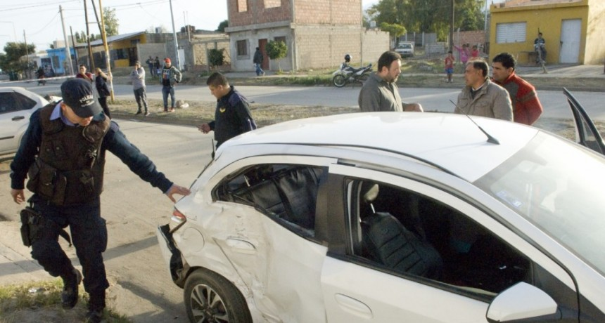 Jovencita perdió su vida tras chocar un auto estacionado